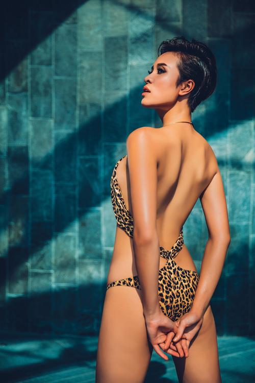 Phương mai gợi cảm từng centimet với bikini