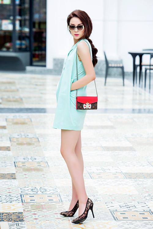 Ngắm thời trang dạo phố xinh hết chỗ nói của hoa hậu kỳ duyên