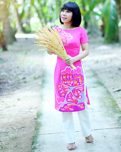 Việt hương diện áo dài cách tân màu sắc