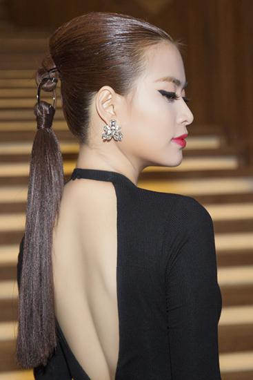 Hoàng thùy linh đẹp nhất tuần với kiểu tóc dior