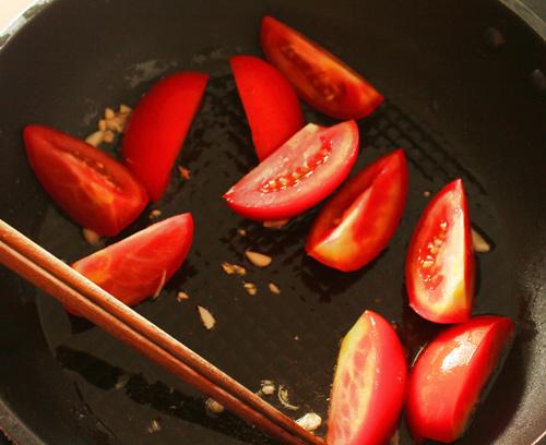 thèm thuồng nhìn món cá diêu hồng om dưa cải chua