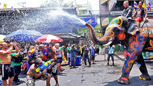 Songkran lễ hội té nước lấy may của người thái lan