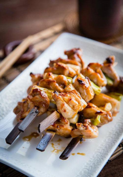 Thịt gà nướng xiên thơm lừng cả bếp