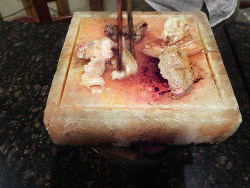 Thịt nướng trên đá muối himalaya ở sài gòn khiến thực khách thèm nhỏ dãi