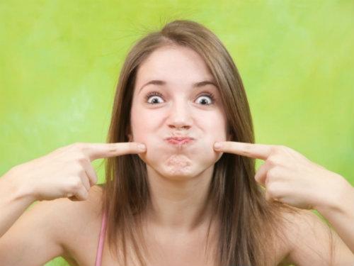 Bài tập giảm béo mặt đơn giản cho chị em má phính