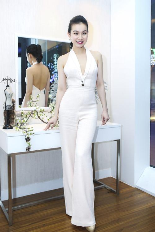 Hoa hậu thùy lâm đẹp ngỡ ngàng cùng màu nude