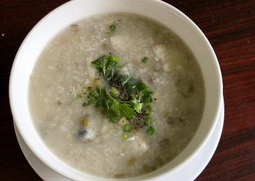 Thơm bùi dễ ăn với món cháo cá thu đậu xanh