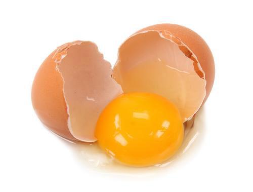Trị nếp nhăn vùng mắt bằng trứng gà