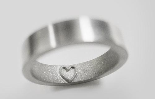 Những chiếc nhẫn gây mê từ ánh nhìn đầu tiên